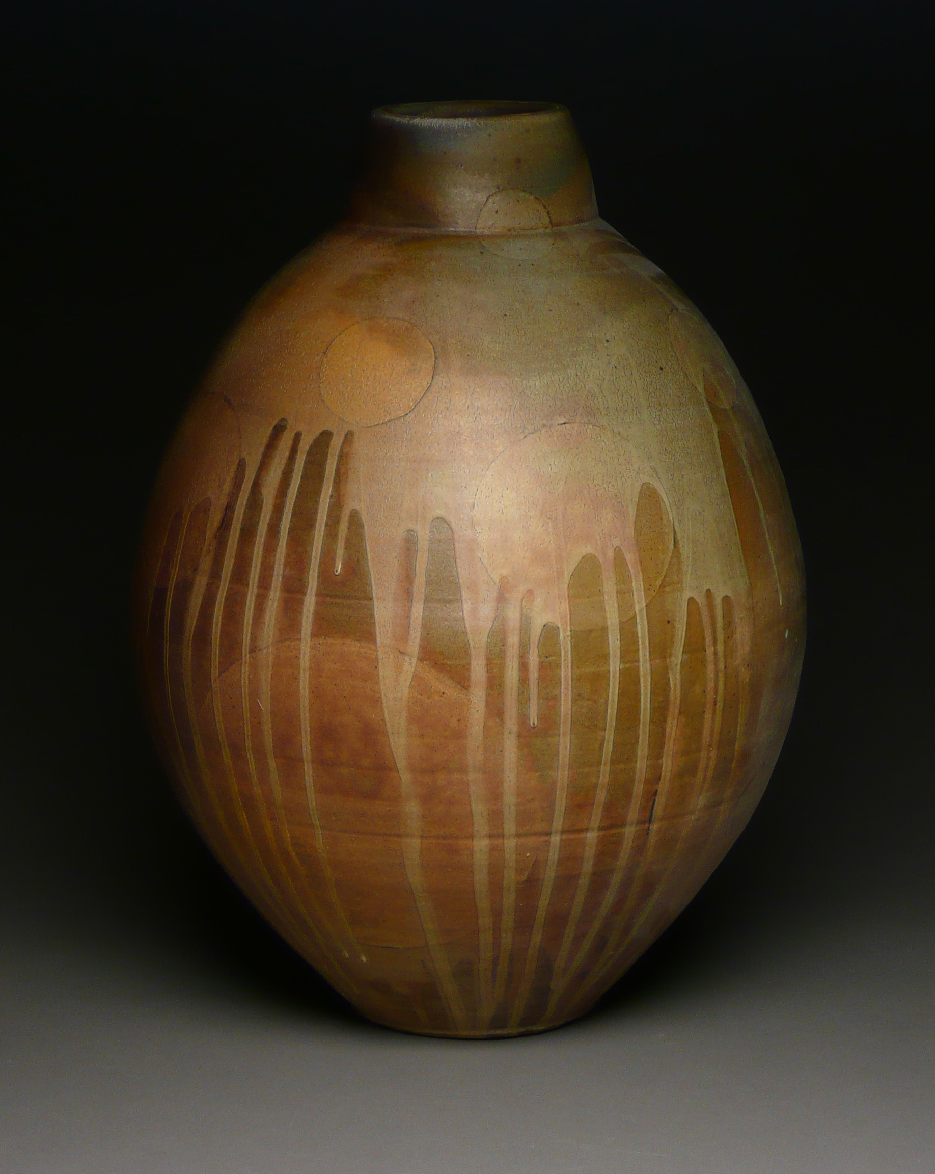 back circle vase.jpg