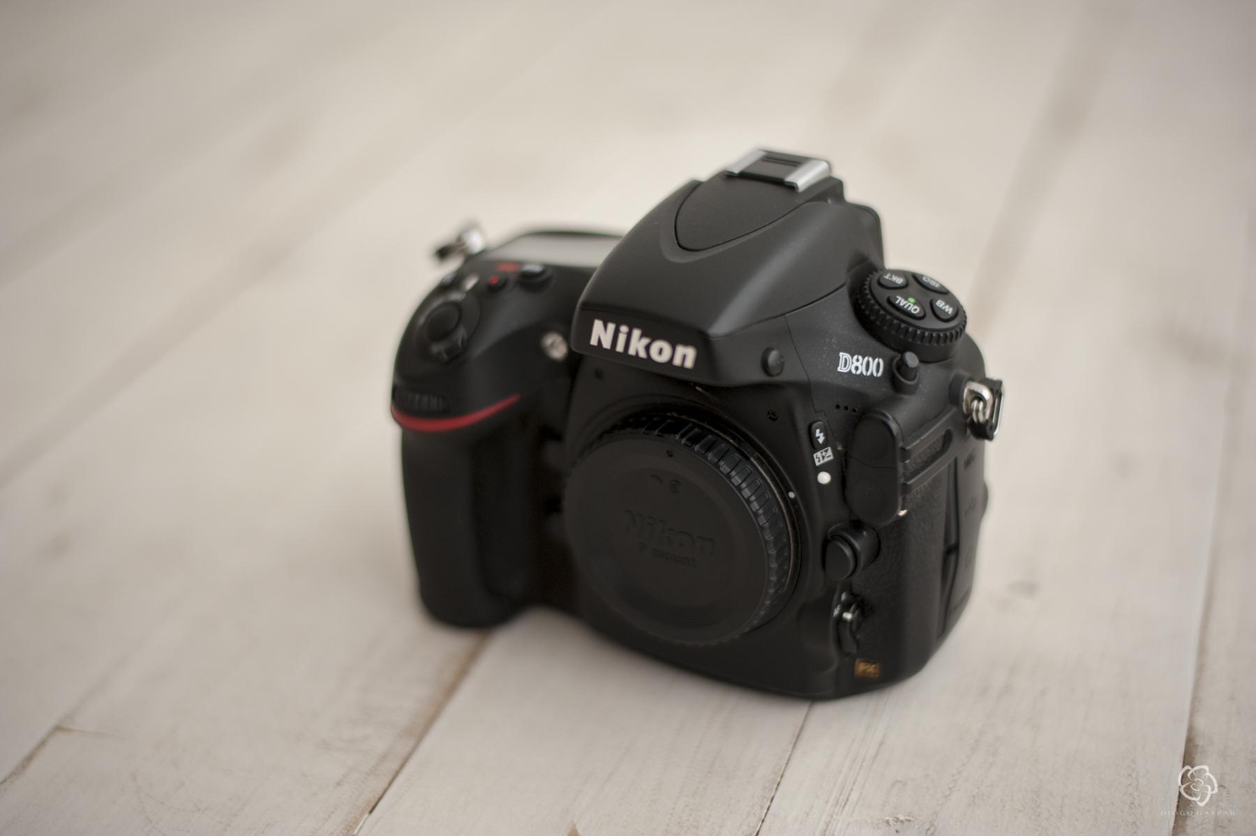 Nikon D800 + 2 BATERIAS ORIGINAIS +ALÇA original + CARREGADOR + 2 CARTÕES CF 32GB