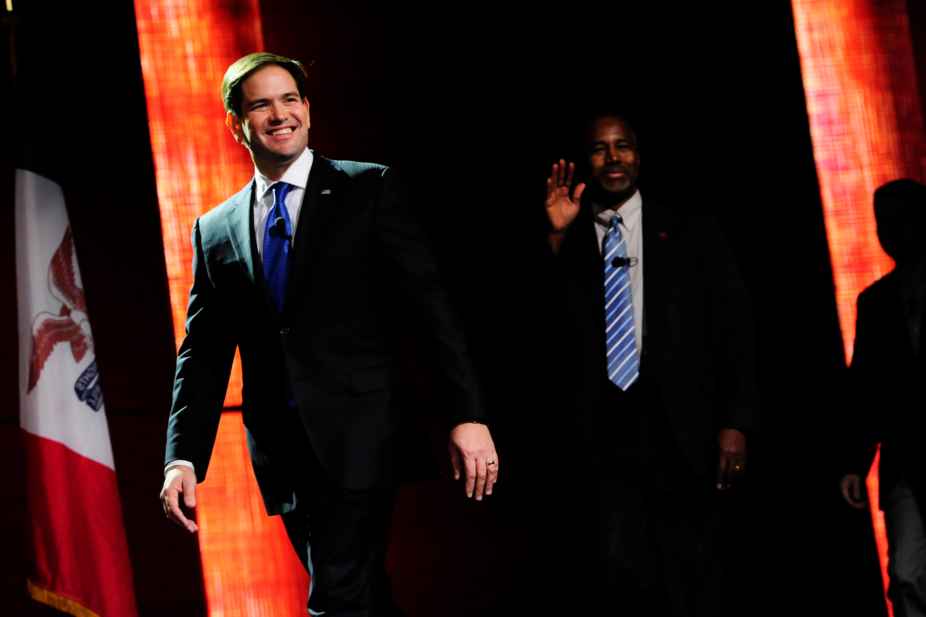Republican U.S. presidential candidate Marco Rubio takes the stage at the Presidential Family Forum in Des Moines, Iowa November 20, 2015.REUTERS/Mark Kauzlarich