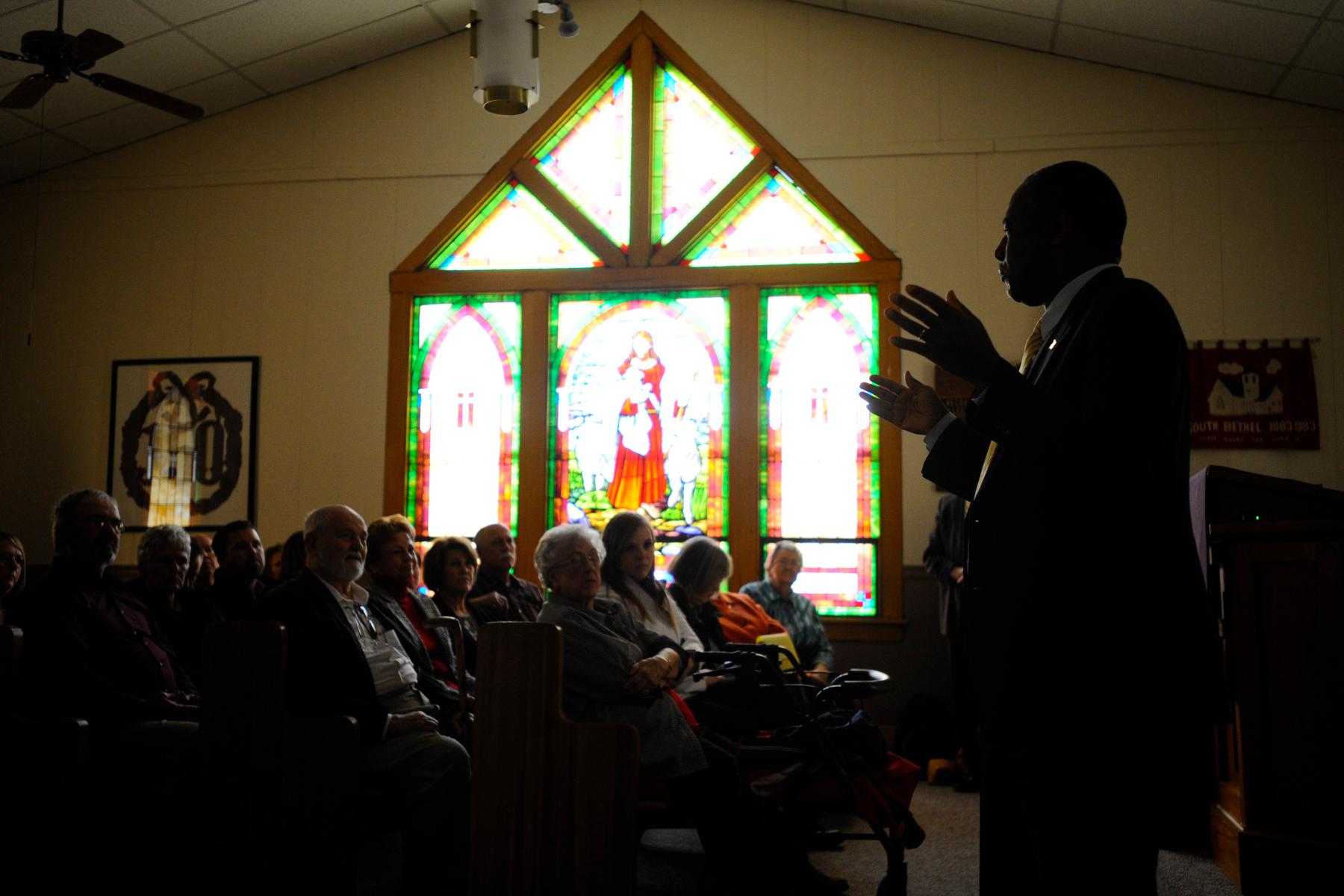 U.S. Republican presidential candidate Ben Carson speaks at South Bethel Church in Tipton, Iowa November 22, 2015. REUTERS/Mark Kauzlarich
