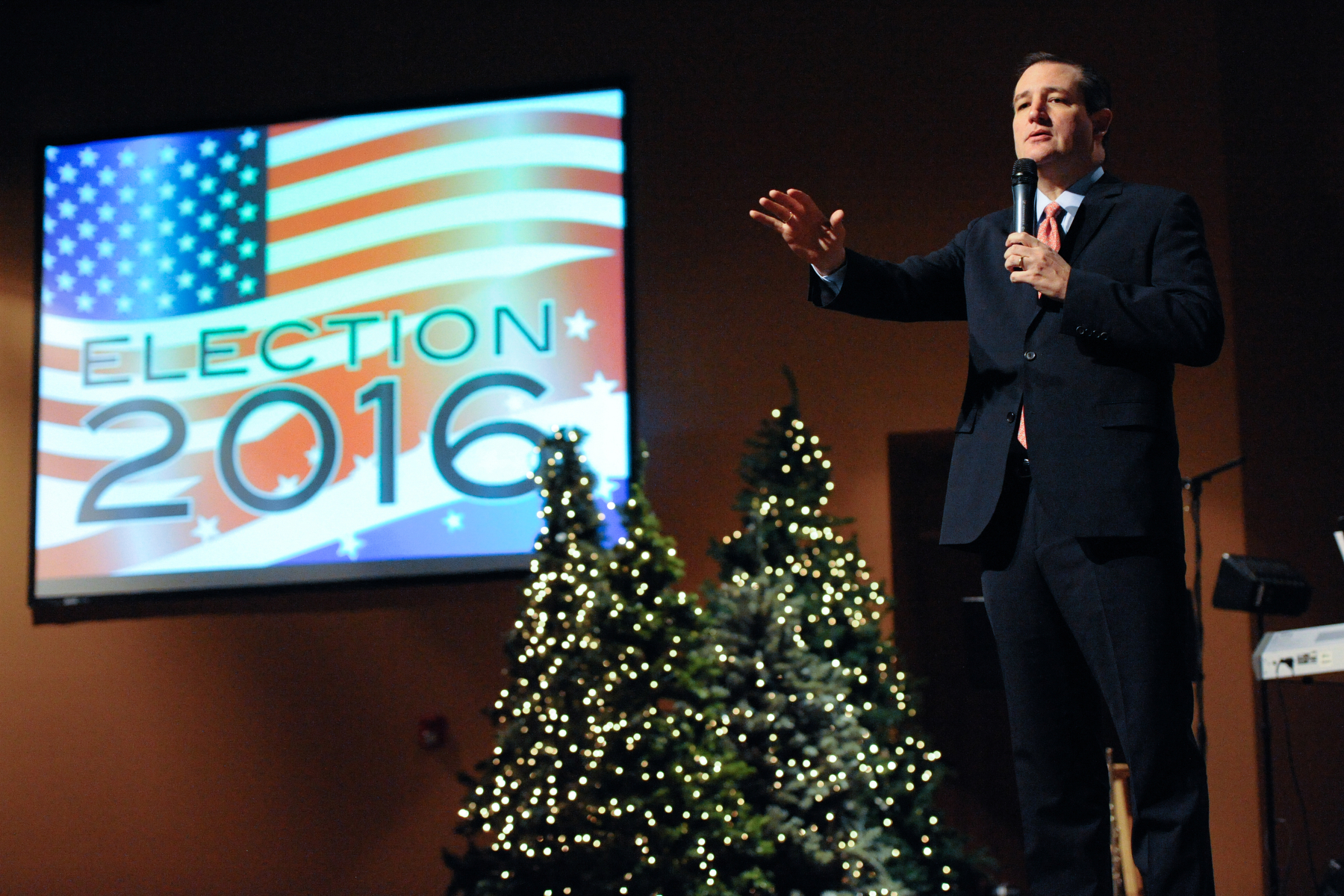 U.S. Republican presidential candidate Ted Cruz speaks during Sunday worship at Christian Life Assembly of God Church in Des Moines, Iowa November 29, 2015. REUTERS/Mark Kauzlarich