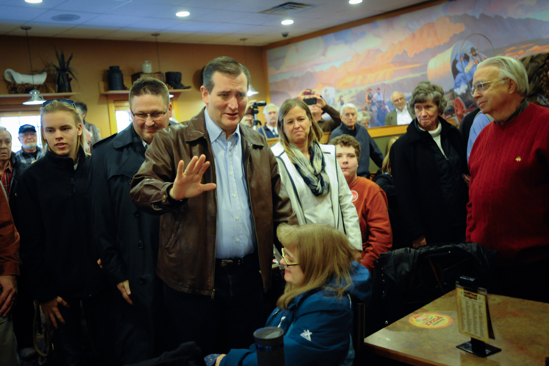 U.S. Republican presidential candidate Ted Cruz arrives at a campaign stop at a Pizza Ranch restaurant in Newton, Iowa November 29, 2015. REUTERS/Mark Kauzlarich