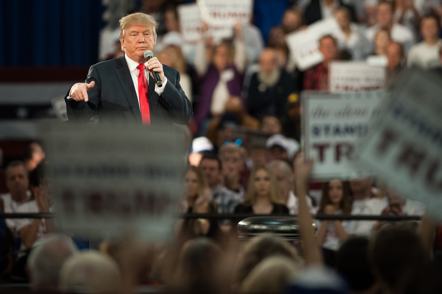 Donald Trump, president and chief executive of Trump Organization Inc. and 2016 Republican presidential candidate, speaks during a campaign event in Des Moines, Iowa, U.S., on Friday, Dec. 11, 2015. Mark Kauzlarich/Bloomberg