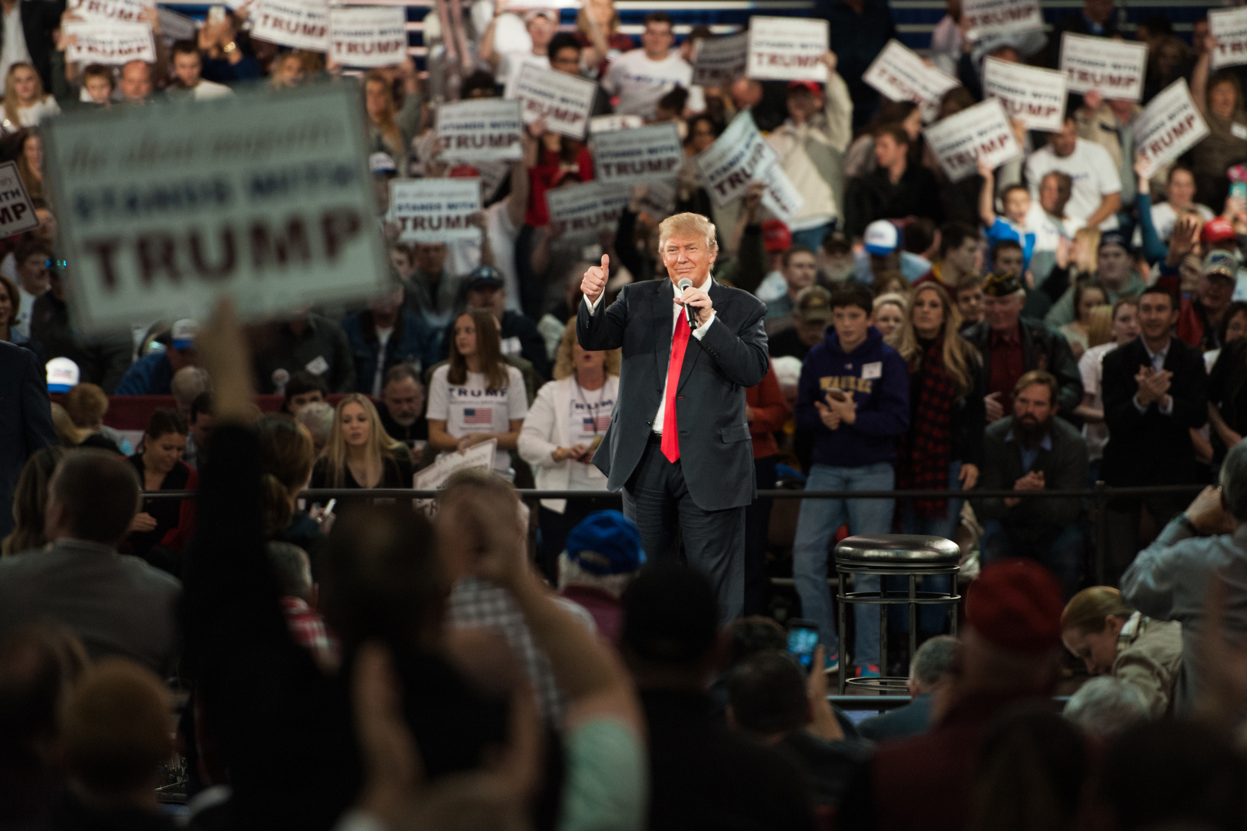 Donald Trump, president and chief executive of Trump Organization Inc. and 2016 Republican presidential candidate, thanks the crowd after speaking during a campaign event in Des Moines, Iowa, U.S., on Friday, Dec. 11, 2015. Mark Kauzlarich/Bloomberg