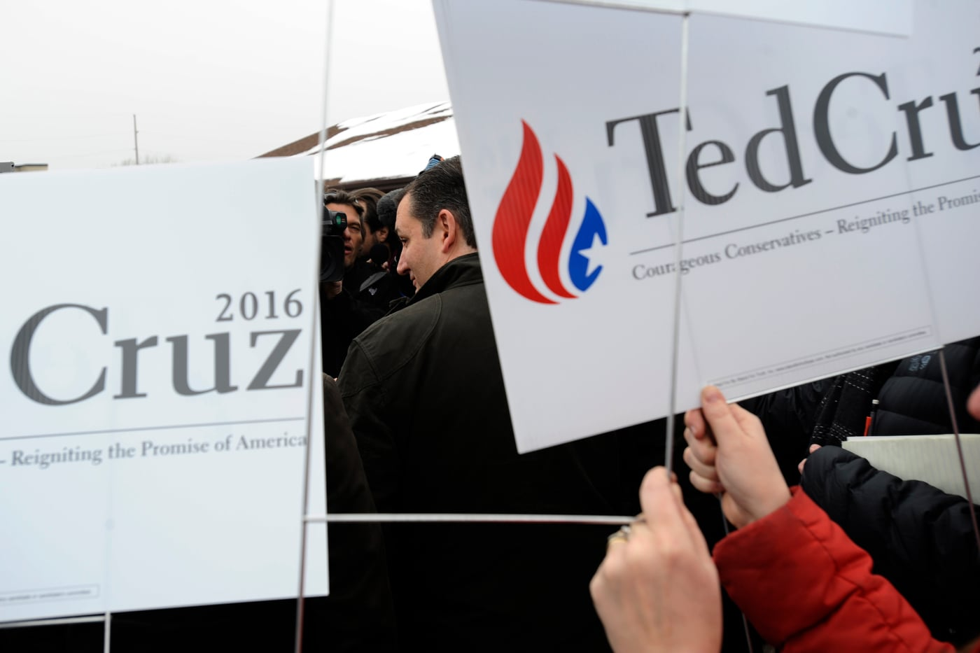 U.S. Republican presidential candidate Ted Cruz speaks with the media outside King's Christian Bookstore in Boone, Iowa January 4, 2016. The stop is the first of Cruz' six-day bus tour through Iowa. REUTERS/Mark Kauzlarich