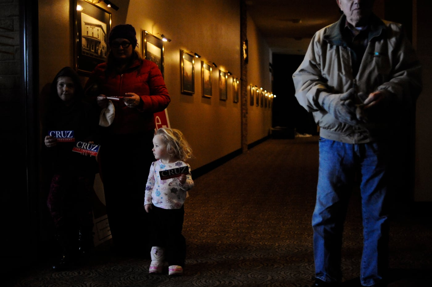 Izzy Wadsley, 3, hands out bumper stickers with her sister Isla Wadsley, 8, and mother Melinda Wadsley at U.S. Republican presidential candidate Ted Cruz' campaign stop at Charlie's Steakhouse at the Carrollton Inn in Carroll, Iowa January 4, 2016. REUTERS/Mark Kauzlarich