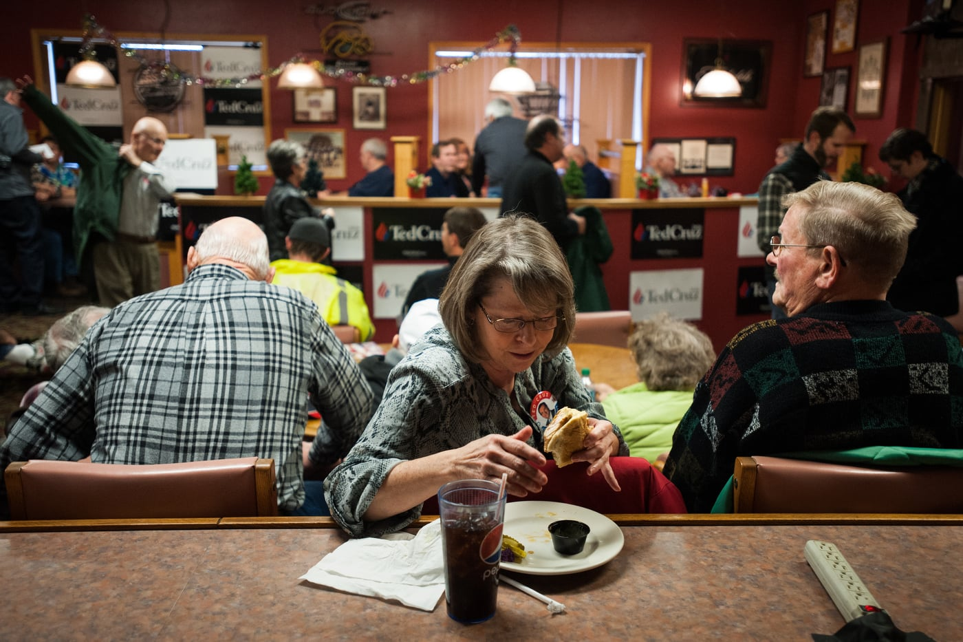 JoAnn Bieber eats lunch while waiting for U.S. Republican presidential candidate Ted Cruz' campaign stop at Danny's Sports Spot in Cherokee, Iowa January 5, 2016.