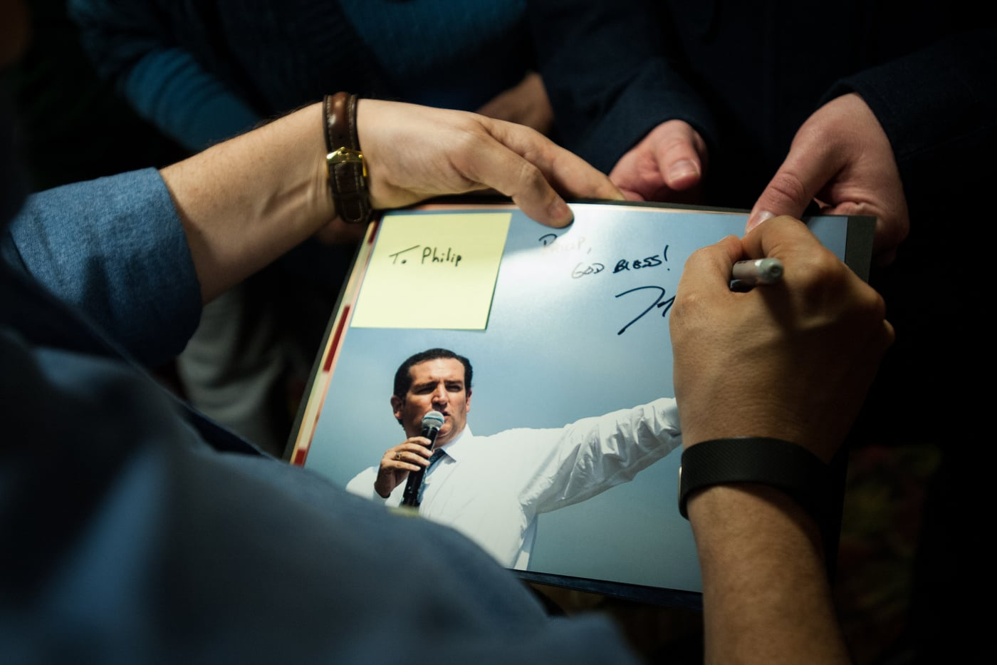 U.S. Republican presidential candidate Ted Cruz signs autographs at a campaign stop at Danny's Sports Spot in Cherokee, Iowa January 5, 2016.