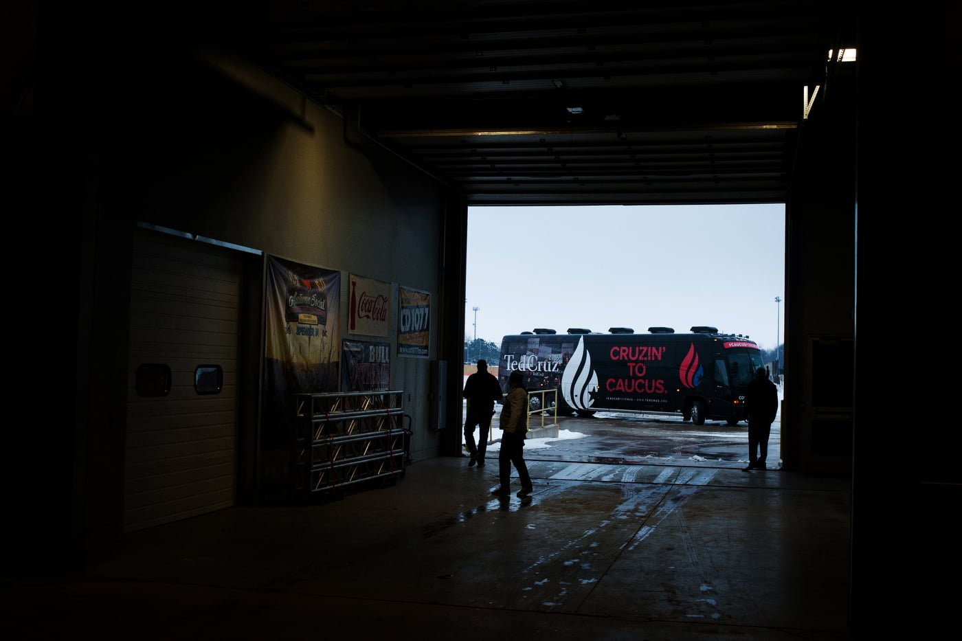 U.S. Republican presidential candidate Ted Cruz' campaign bus pulls into Clay County Regional Event Center in Spencer, Iowa January 6, 2016.