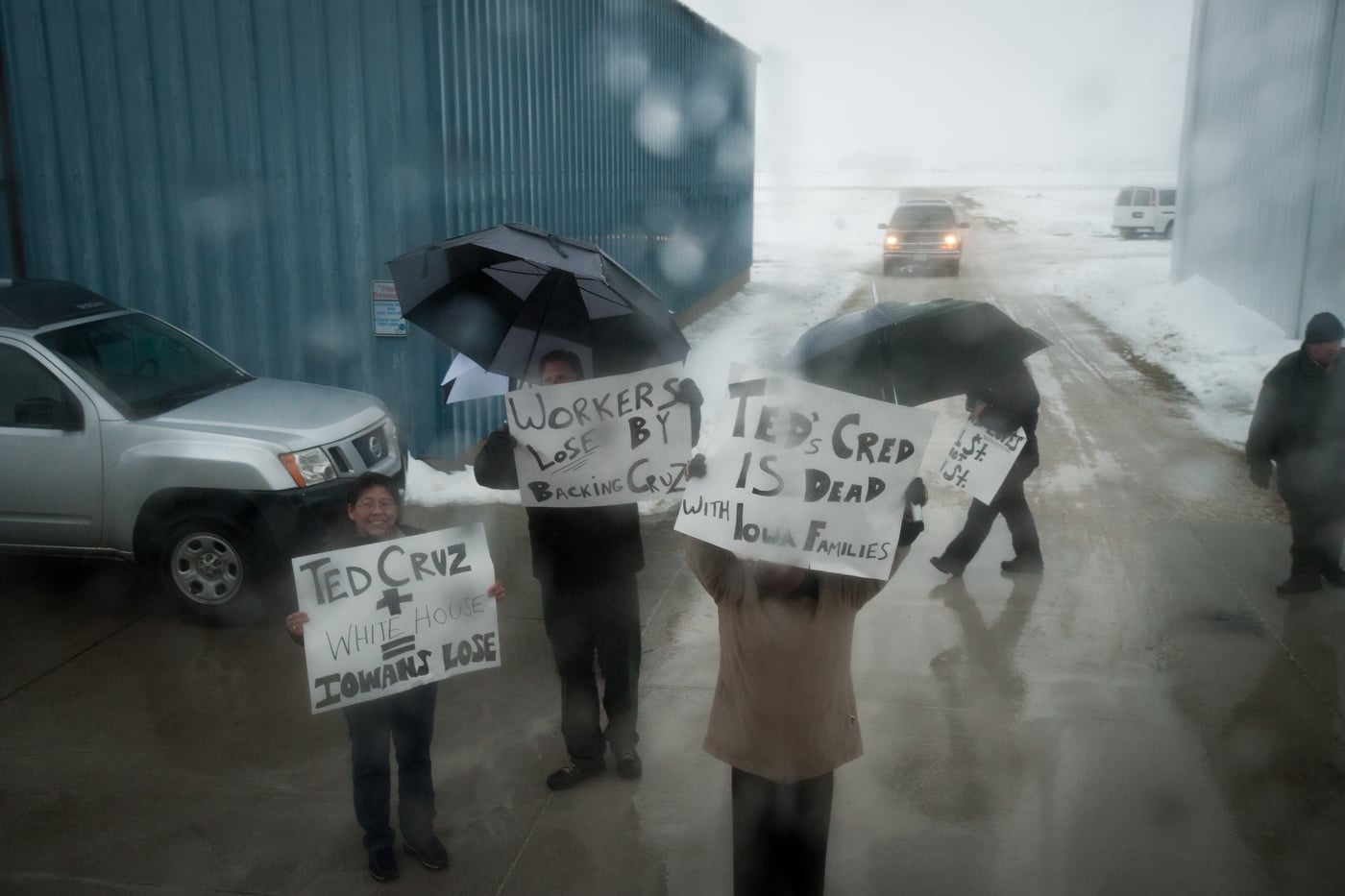 People protest the arrival of U.S. Republican presidential candidate Ted Cruz ahead of his campaign stop at the Webster City Municipal Airport in Webster City, Iowa January 7, 2016. REUTERS/Mark Kauzlarich