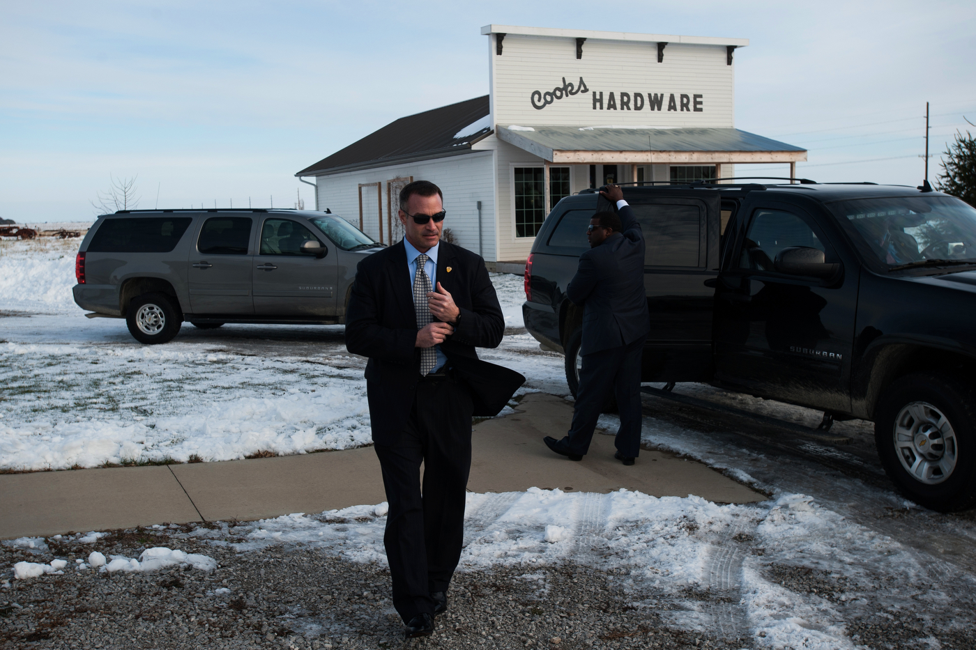 U.S. Secret Service agents secure the area around the motorcade of Republican U.S. presidential candidate Ben Carson after a campaign even at South Bethel Church in Tipton, Iowa on November 22, 2015.