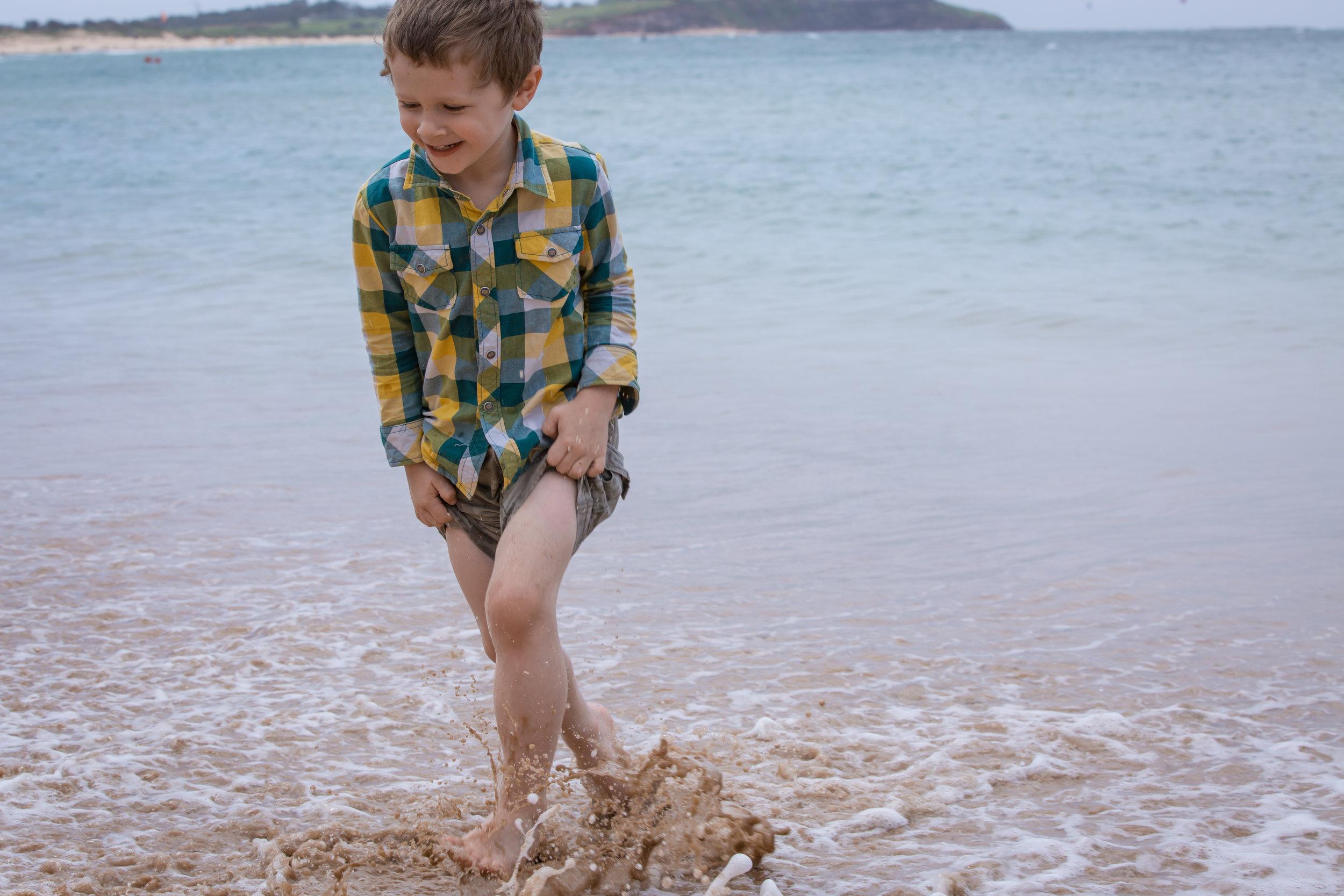child-running-family-photographer-sydney