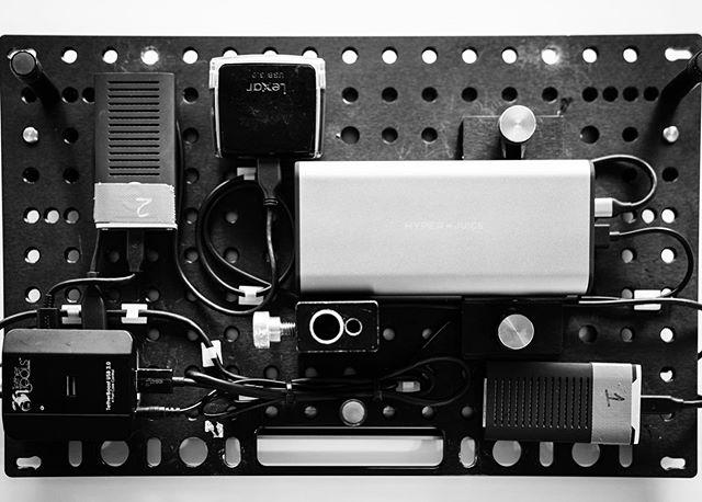 1x MBP 1x Inovativ digiplate  2x USBC Hyperjuice's 2x Gdrive 1tb SSD's 1x Tethertools hub 1x Lexar card reader