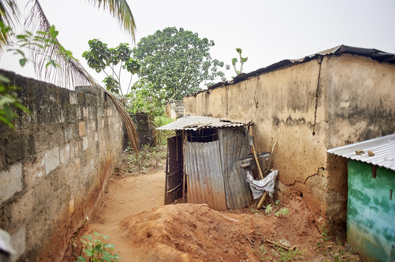 Health_DR_Congo_Mbujimayi-market-toilet_20160804_Kongo_Mbujimayi_Market_022.jpg