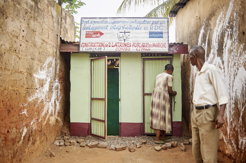 Health_DR_Congo_Mbujimayi-market-toilet_20160804_Kongo_Mbujimayi_Market_009.jpg