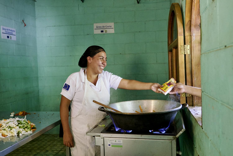 Inequalities_El_Salvador_Cooking-Business-Women_20160723_El_Salvador_DSC09577.jpg
