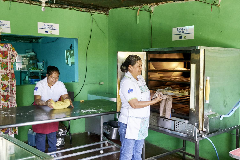 Inequalities_El_Salvador_Pastry-women_20160723_El_Salvador_DSC00027.jpg