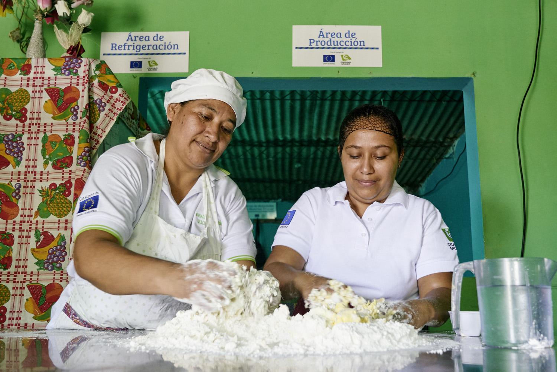 Inequalities_El_Salvador_Pastry-women_20160723_El_Salvador_DSC09938.jpg