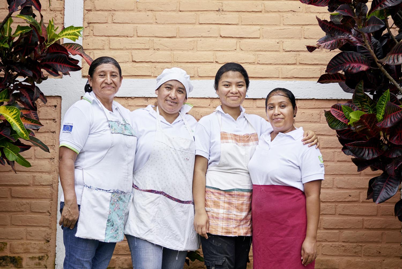 Inequalities_El_Salvador_Pastry-women_20160723_El_Salvador_DSC00378.jpg