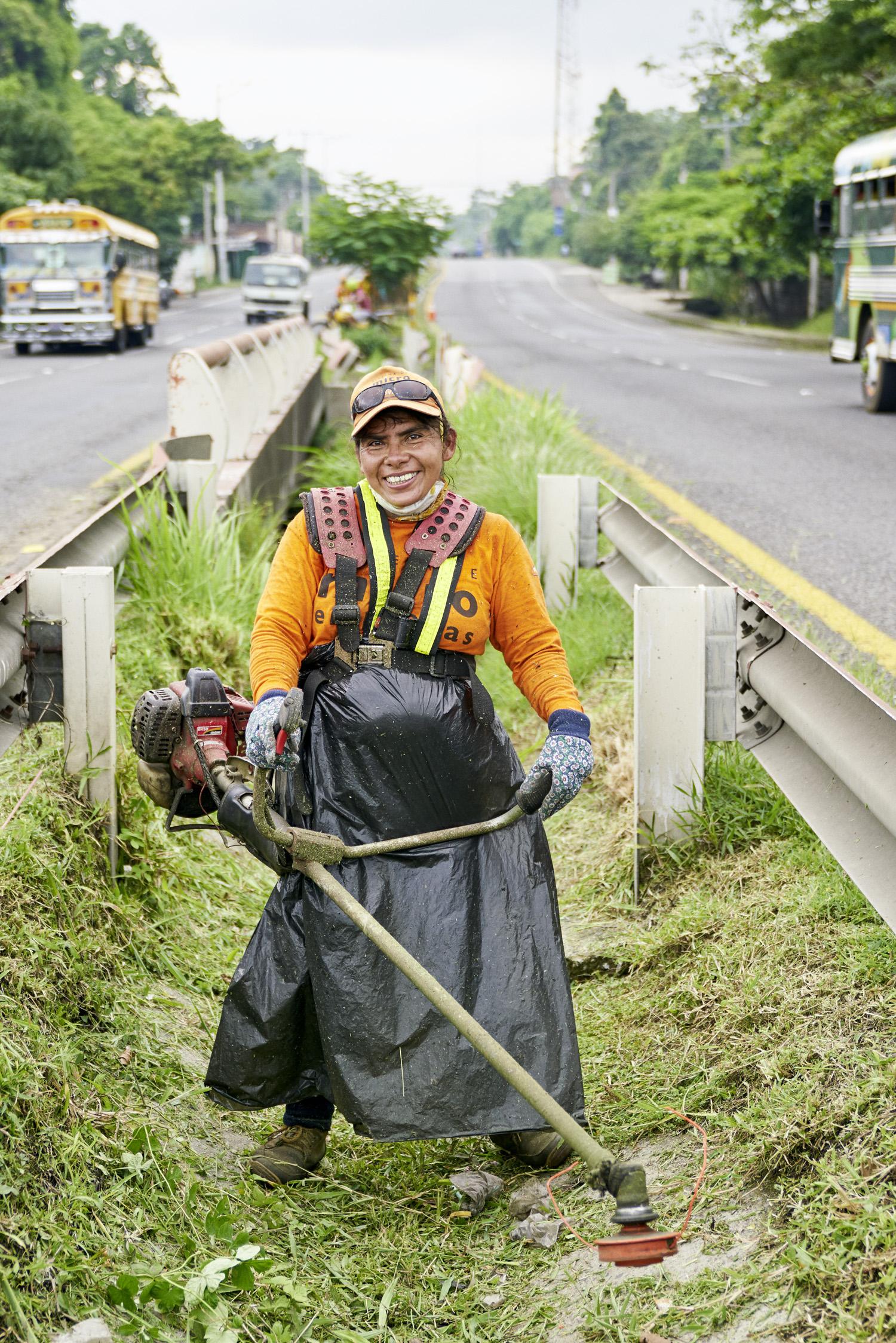 Inequalities_El_Salvador_Road-maintenance-women_20160723_El_Salvador_DSC00966.jpg