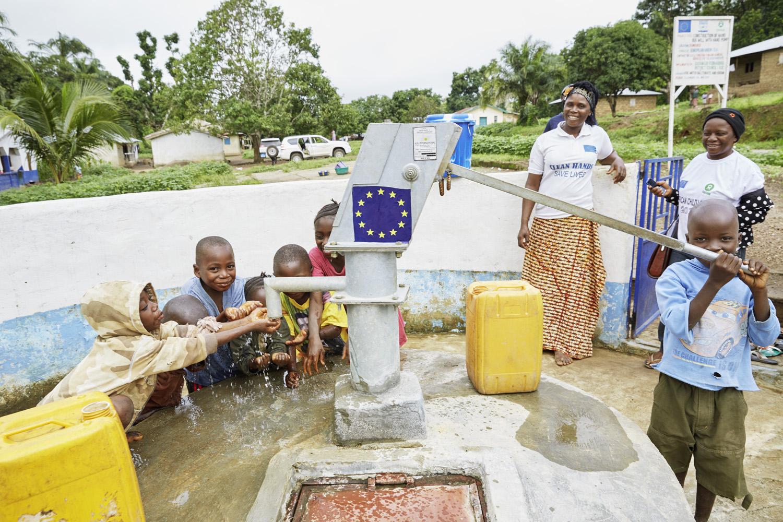 Poverty_reduction_Sierra_Leone_OXFAM_Water_20160719_SierraLeone_OXFAM_CC_8949.jpg