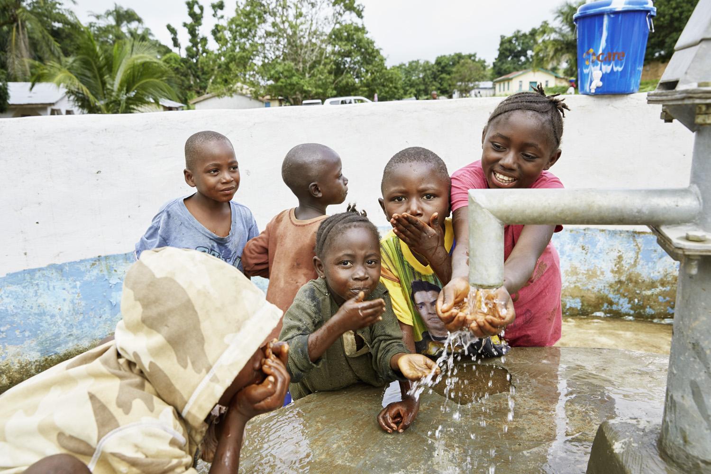 Poverty_reduction_Sierra_Leone_OXFAM_Water_20160719_SierraLeone_OXFAM_CC_8953.jpg