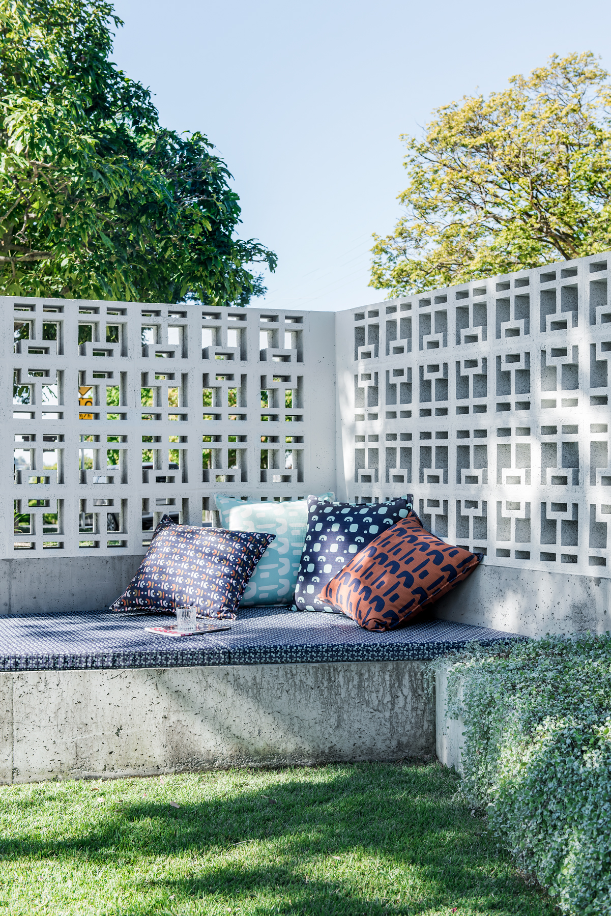 Georgia Cannon X Style Revolutionary Outdoor Fabric. Landscape Architect: Dan Young. Photographer: Cathy Schusler