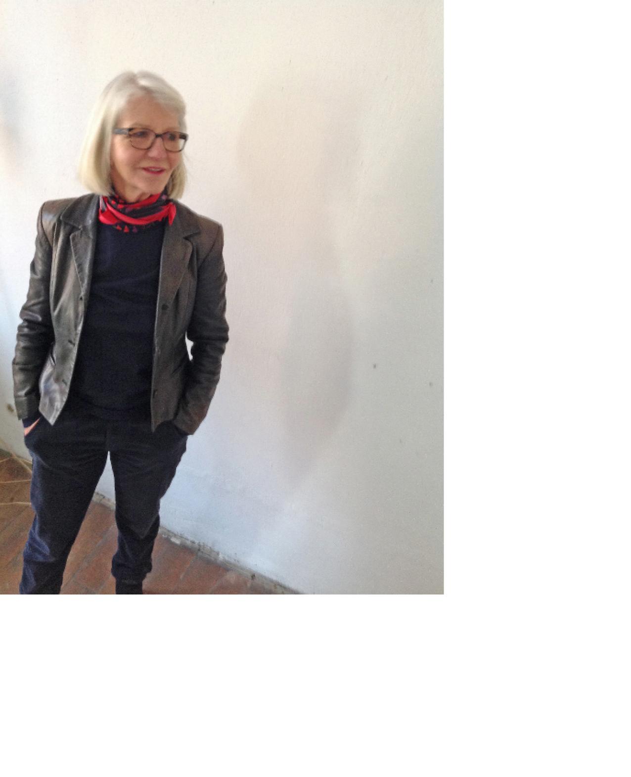 1942       geboren in Nördlingen  1964       Diplom Modegraphik  1964 - 1991   Mode und Design  ab 1991     Malerei