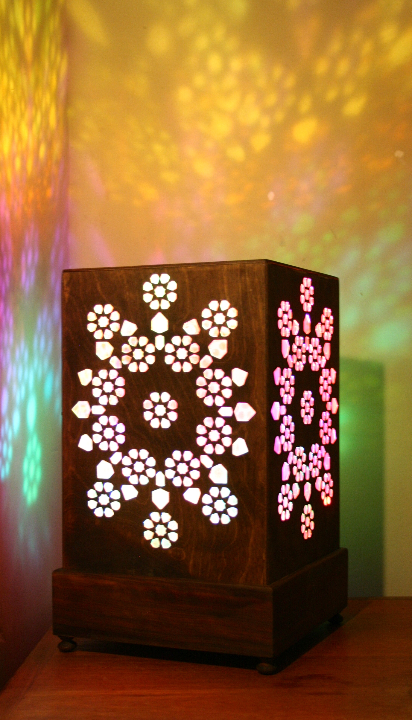 Geometric Wooden Table Lamp