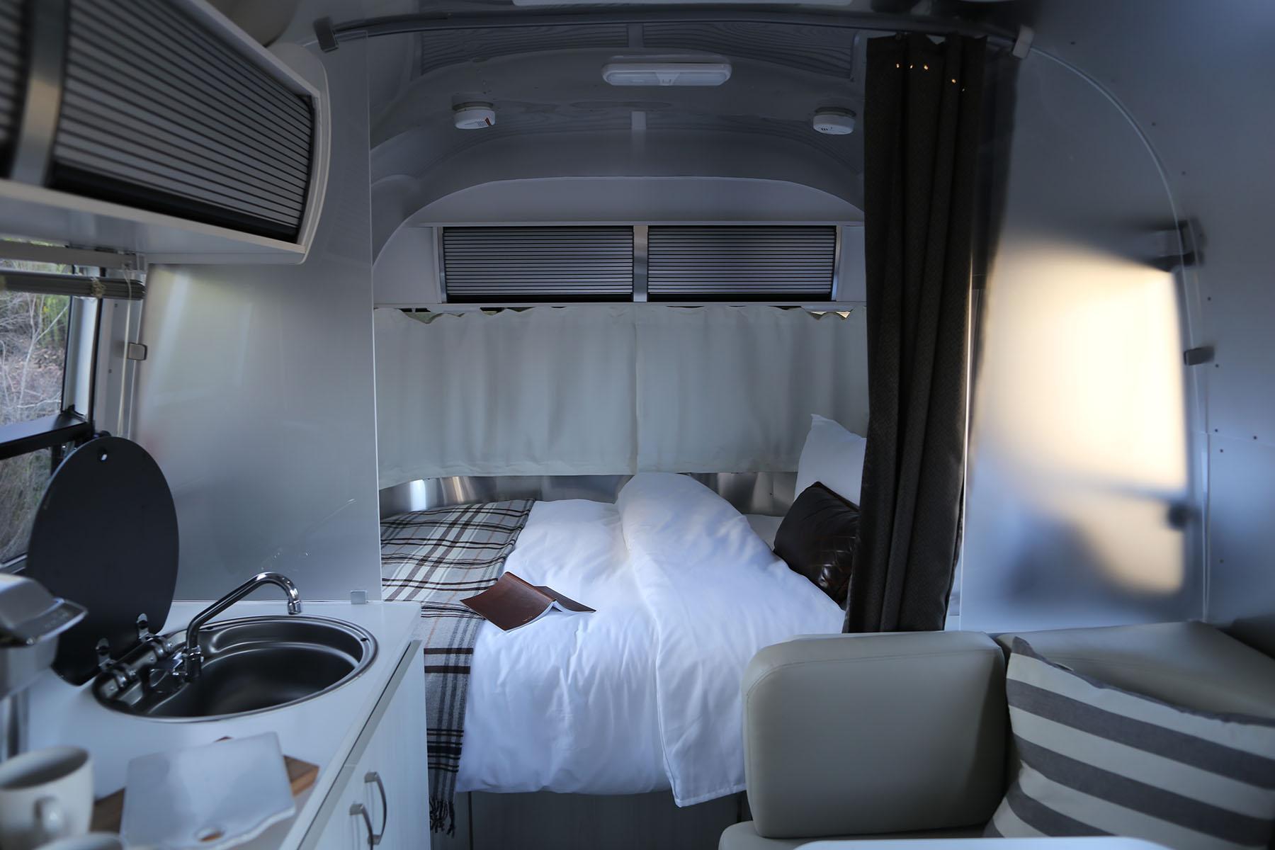 airstream-rental-bambi-sport-22ft-interior-1.JPG