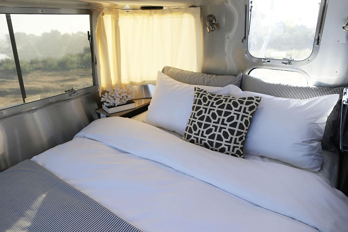airstream-rental-international-signature-23ft-bed.jpg