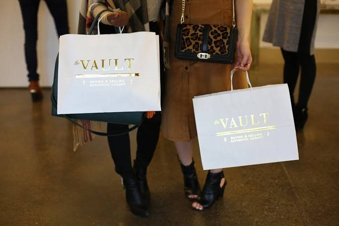 Shopping at The Vault. What to do in STL by Jasmine Diane of jasminediane.com. Black bloggers. Bloggers of color. St. Louis, Missouri. Midwest bloggers, blazer, jeans, causal wear, what to wear, the arch.