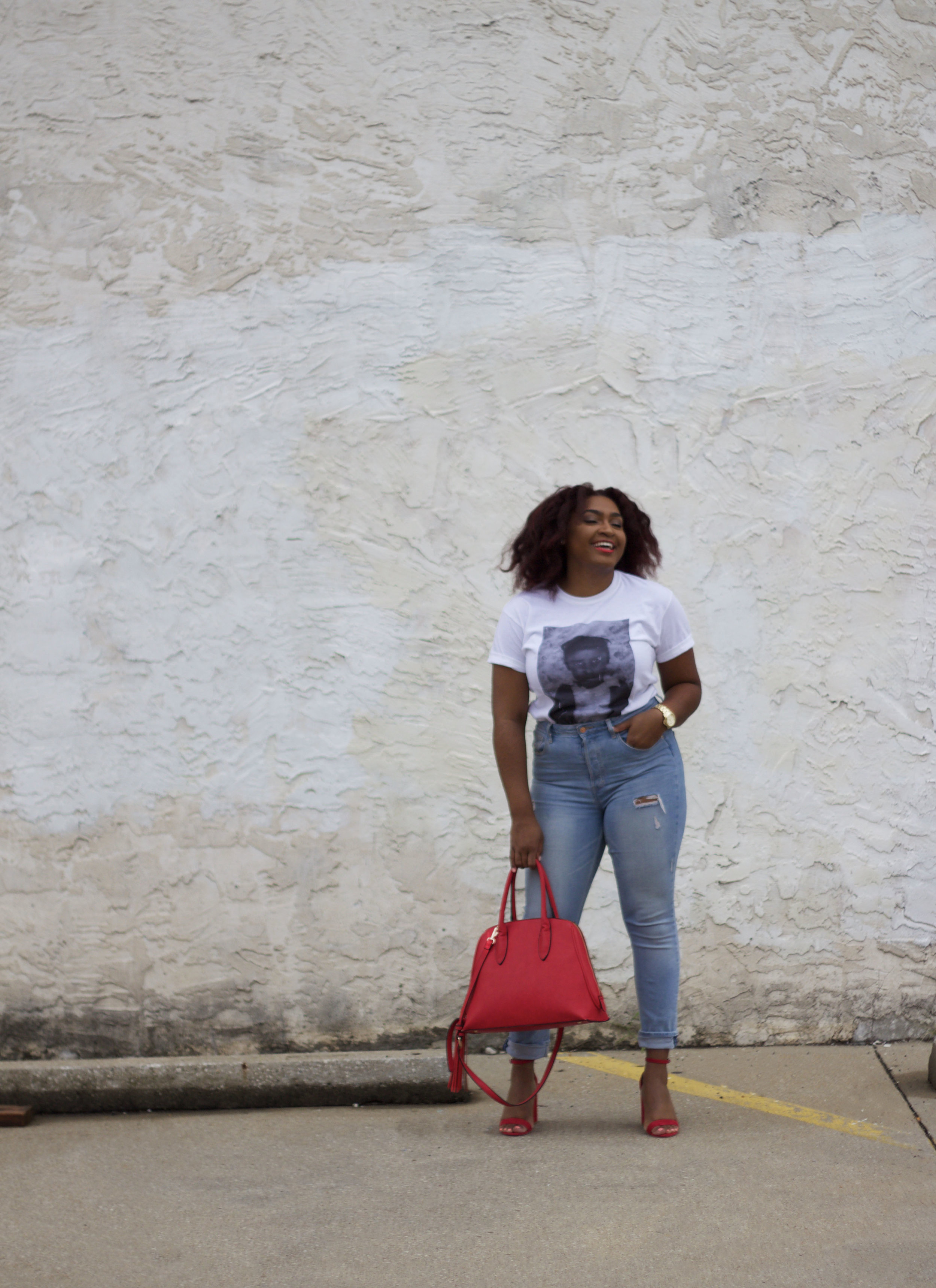 How to Style High Waisted Jeans with a white t-shirt