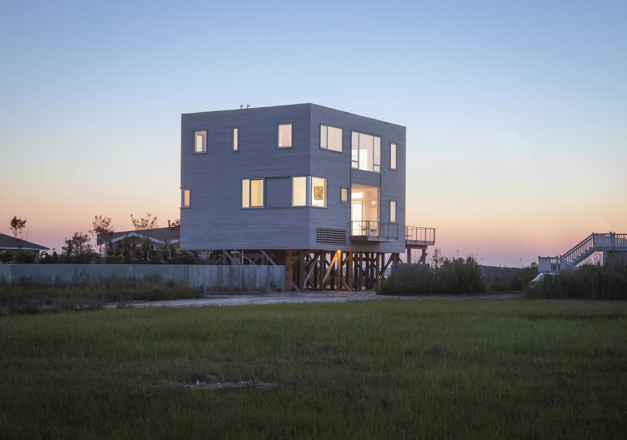 Cube House, West Hampton NY, Leroy Street Studio Architecture. © Christopher Payne/Esto