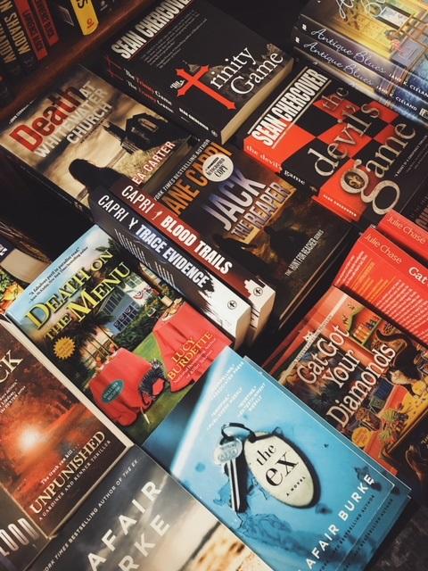 Bouchercon Book Room3.jpg