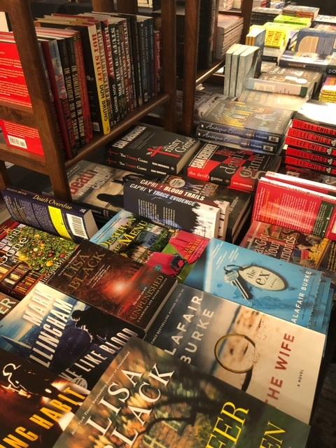 Bouchercon Book Room2.jpg