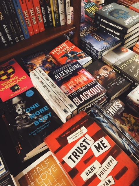Bouchercon Book Room7.jpg
