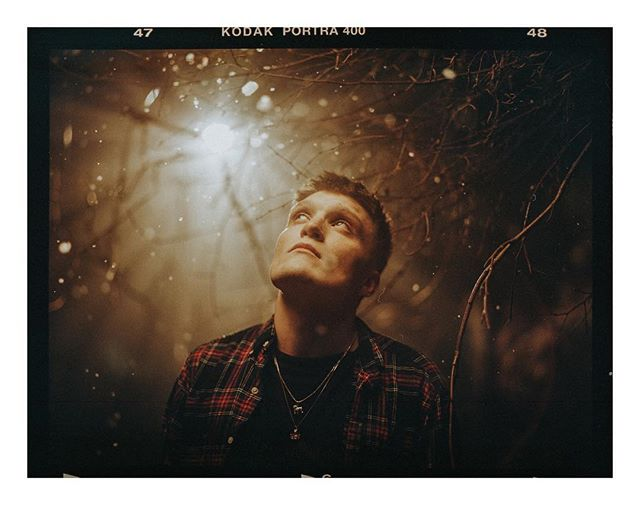 I'm doing extra long days editing this week so I can get everything wrapped up in time for Christmas.  I still shoot band and music bits for those asking! Here's one of my favourite film portraits this year of @benisneckdeep from the Don't Wait video shoot.