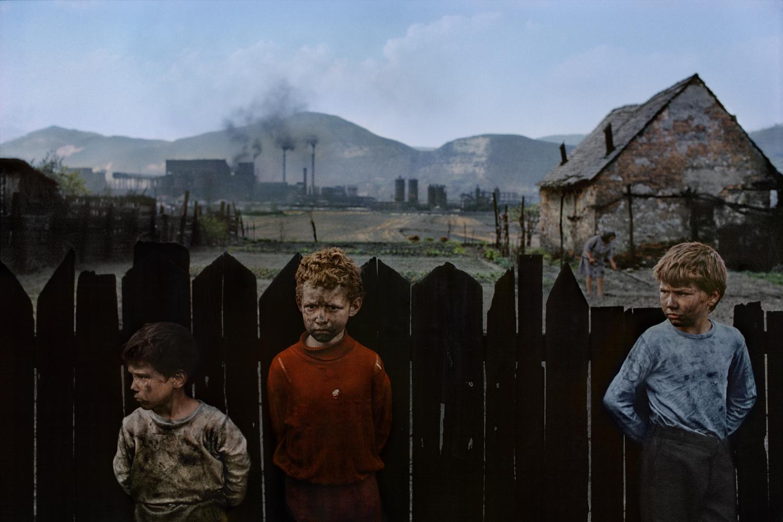 James Nachtwey - Copsa Micâ, Romania 1990