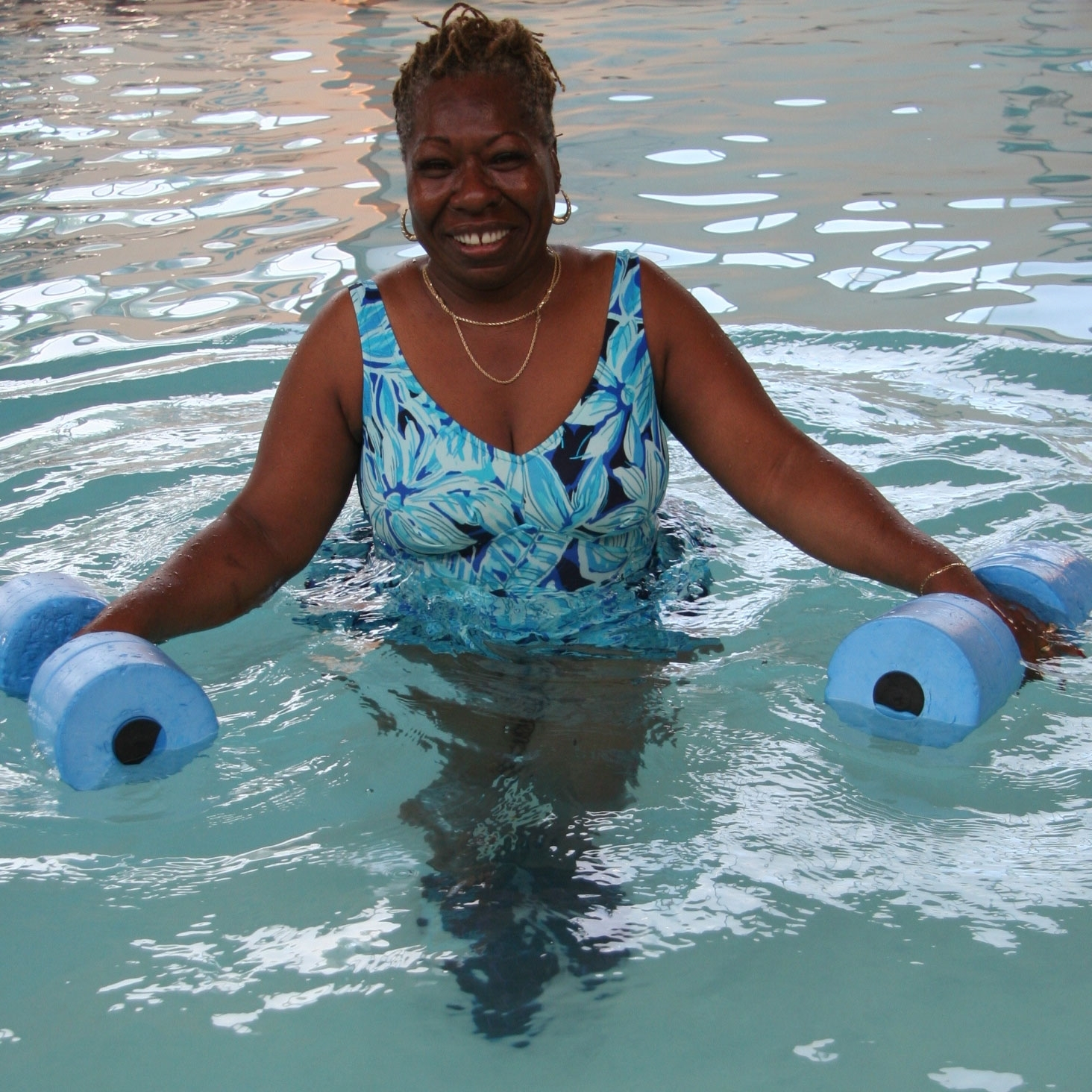lady-in-pool2.jpg