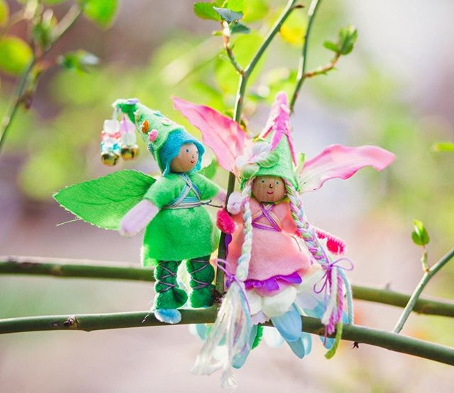 Happy Spring! The fairies are dressed up in blossoming colors to celebrate. We hope that your day was filled with promises of sunshine ahead 🌸 And to our friends in the Southern Hemisphere, happy Autumn 🍂 ⠀⠀⠀⠀⠀⠀⠀⠀⠀ #forestfairycrafts #makersworkshop #creativelifehappylife #createmakeshare #feelingfolksy #freestylecreativeliving #handmadewithlove #thatsdarling #sgiew #fairycraft #fairydoll #craftingwithkids #kindredmoments #thehandmadeparade #handmadewithlove #springcrafts #fairycrafts #happyspring