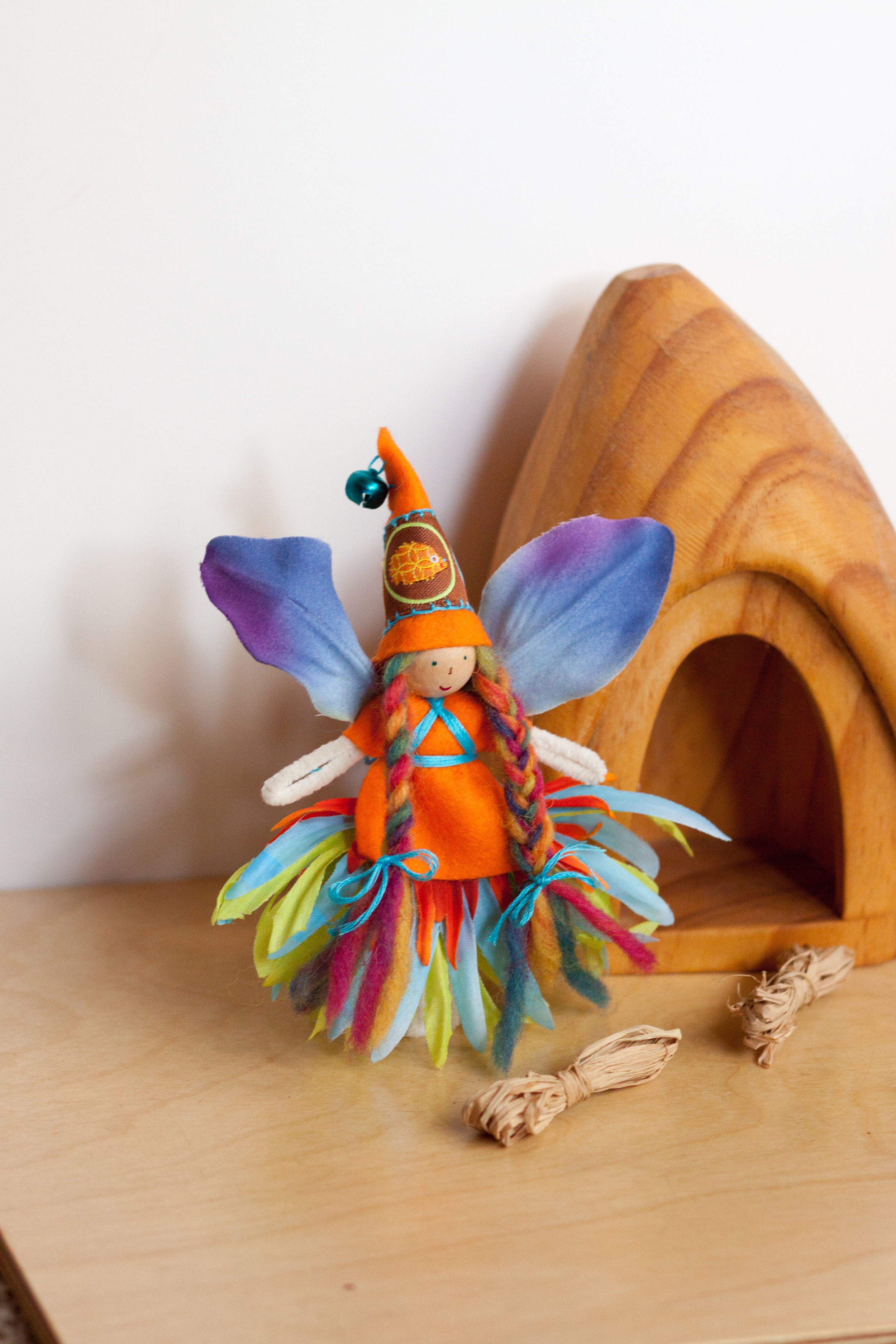 Autumn crafts in the Forest Fairy Crafts books by Lenka Vodicka-Paredes and Asia Curry. Handwork and enchanted ideas for children of all ages.