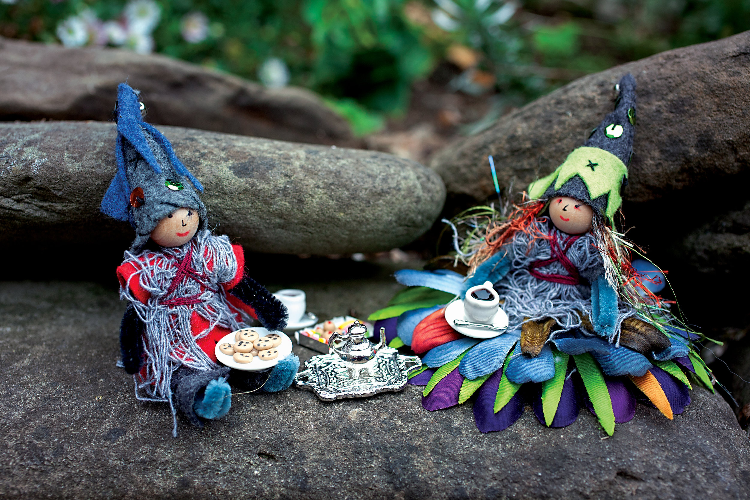 Autumn crafts in the Forest Fairy Crafts books by Lenka Vodicka-Paredes and Asia Curry. Handwork and enchanted ideas for children of all ages. Zombie bendy dolls and fairies