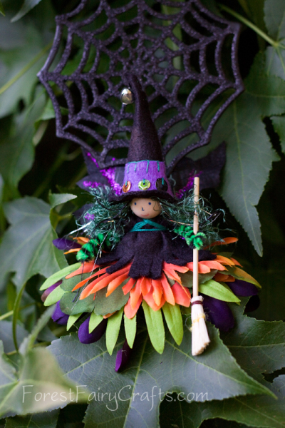 Autumn crafts in the Forest Fairy Crafts books by Lenka Vodicka-Paredes and Asia Curry. Handwork and enchanted ideas for children of all ages. Halloween witch bendy doll