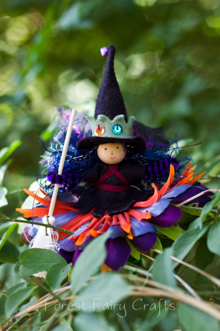 Autumn crafts in the Forest Fairy Crafts books by Lenka Vodicka-Paredes and Asia Curry. Handwork and enchanted ideas for children of all ages. Witch bendy doll
