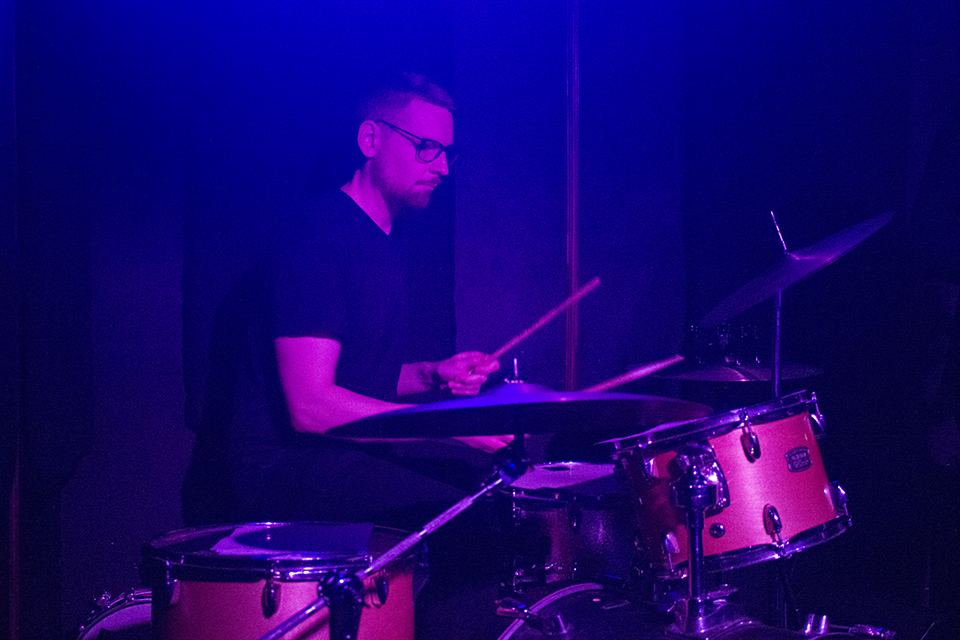 Tom MacLean on the Drums with Tiffany Wilson @C'Mon Everybody
