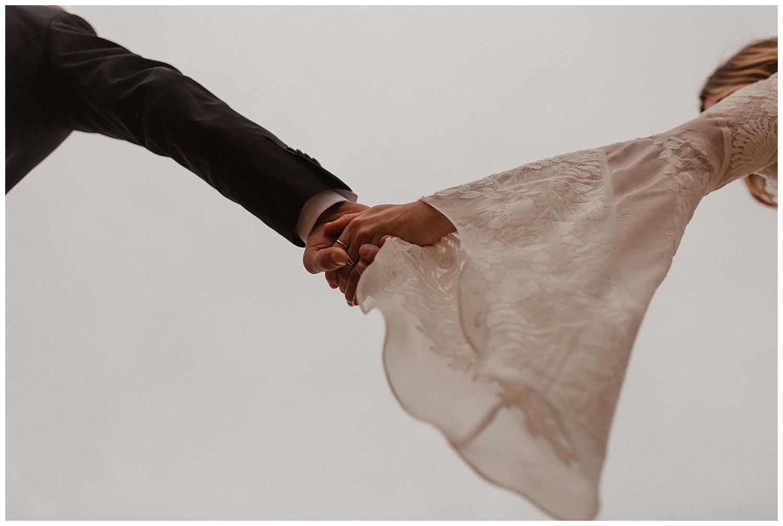 romantic_elopement_joshua_tree_adventurous_wedding_photographer_romantic_intimate_wedding_0014.jpg