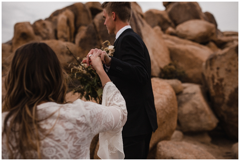 romantic_elopement_joshua_tree_adventurous_wedding_photographer_romantic_intimate_wedding_0019.jpg