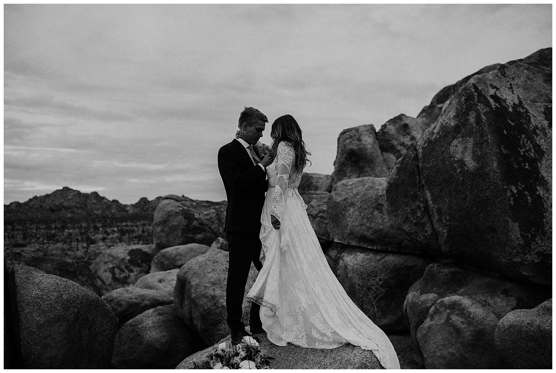 romantic_elopement_joshua_tree_adventurous_wedding_photographer_romantic_intimate_wedding_0022.jpg