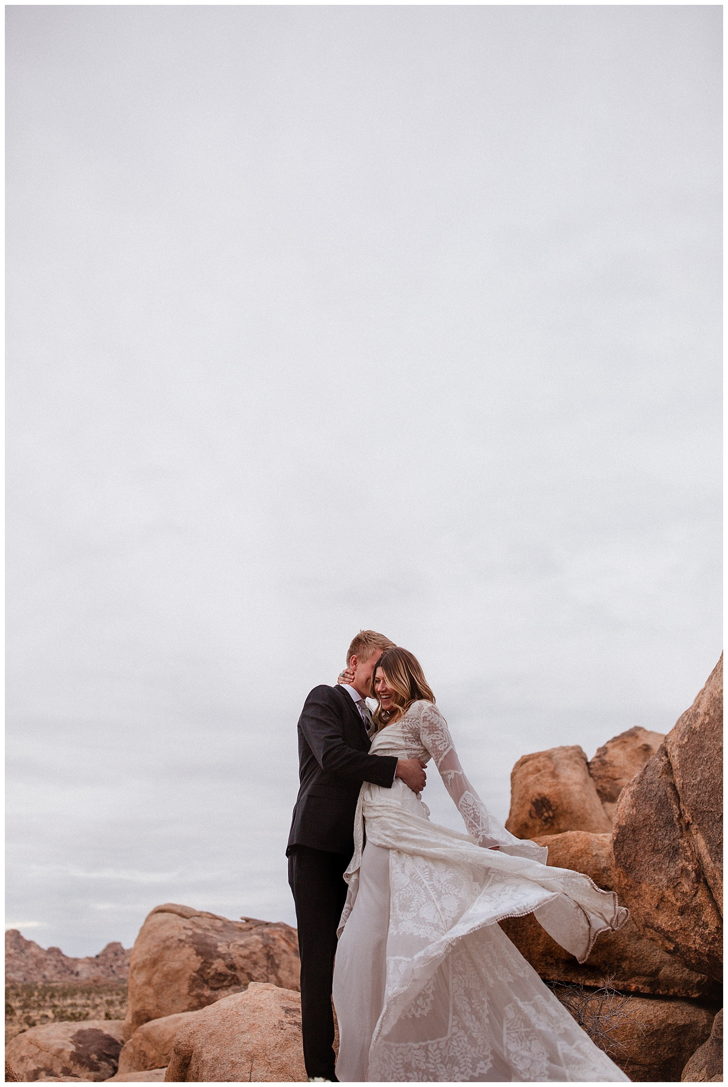 romantic_elopement_joshua_tree_adventurous_wedding_photographer_romantic_intimate_wedding_0023.jpg